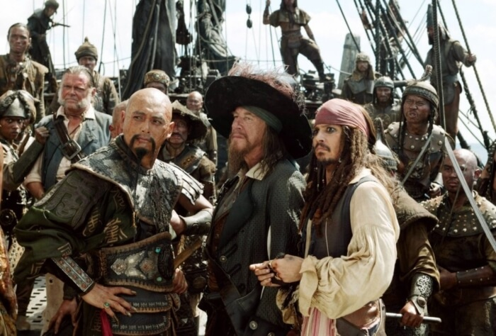 piraty-karibskogo-morya-na-krayu-sveta-700x474