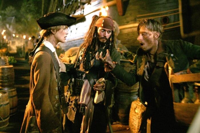 piraty-karibskogo-morya-sunduk-mertvetsa-700x466